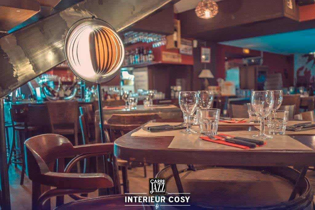 carre-jazz-restaurant-cave-whisky-spiritueux-bar-vins-evenements-nimes-gard-salle-interieur-cosy-1